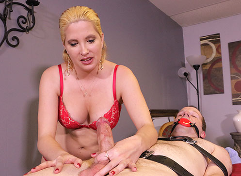 Blonde masseuse Sandra tied her client and give him a handjob